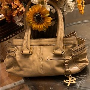 B Makowsky Tan Bag w Gold keychain